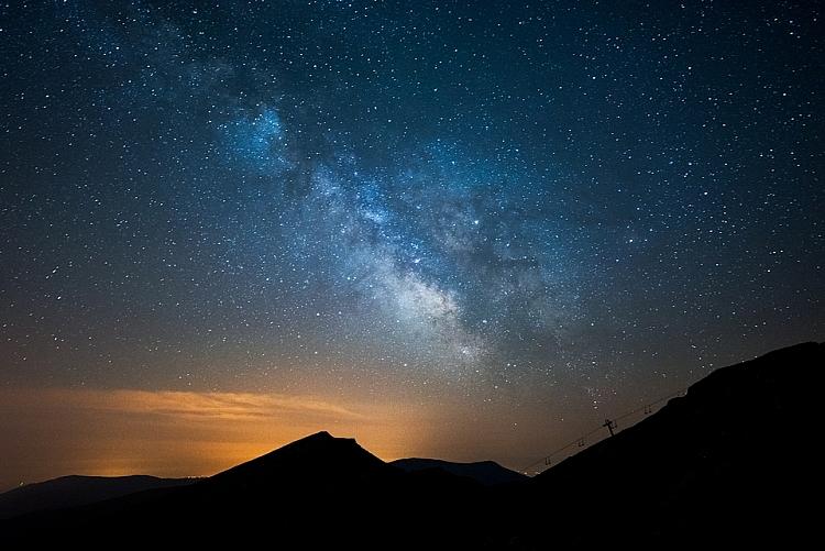 fotografia noturna do céu estrelado