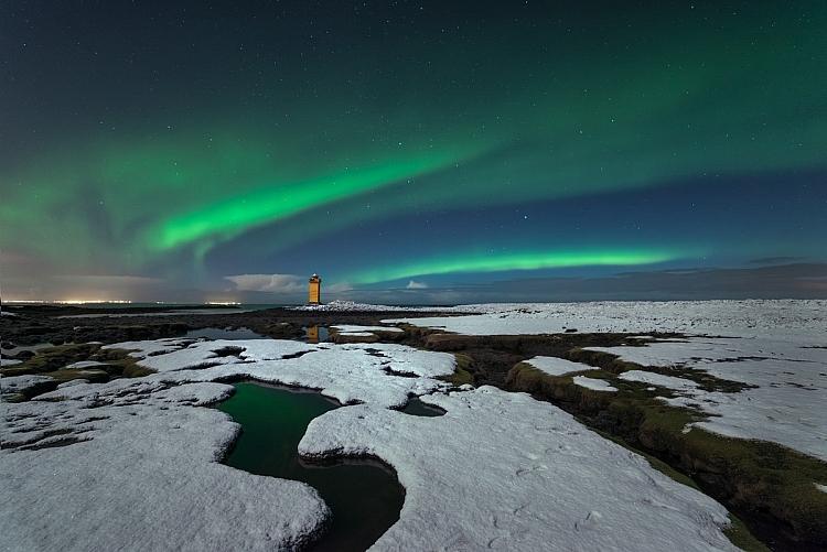 fotografia de céu estrelado à noite luzes do norte
