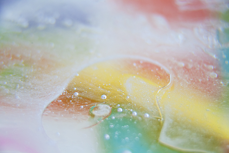 How to Create Abstract Photos with Oil and Water and a Little Dish Soap