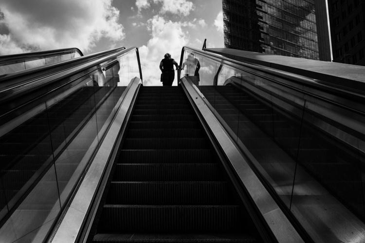 Decisive moment street photography 04