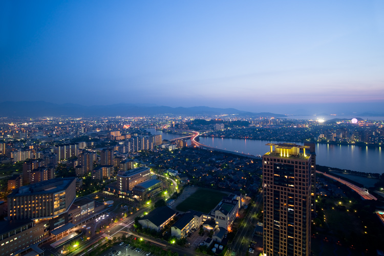 Japan - Tips for Shooting Through a Glass Window of an Observation Deck at Blue Hour