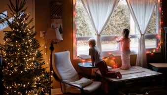 5 Ways to Take More Meaningful Photos This Christmas