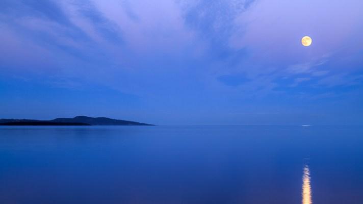 不列颠哥伦比亚省悉尼,海洋上空的月出-拍摄风景中的月亮的3种技巧和技巧