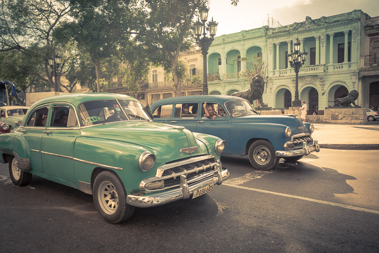 Image: Antique cars of Havana.