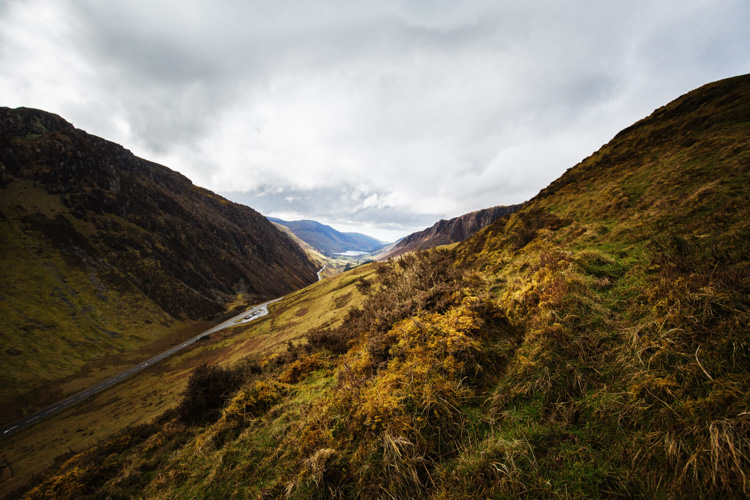 5 Ways to Find Great Locations for Travel Photography - Snowdonia valley
