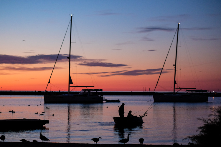 渔船剪影 - 如何简化作为摄影师的生活
