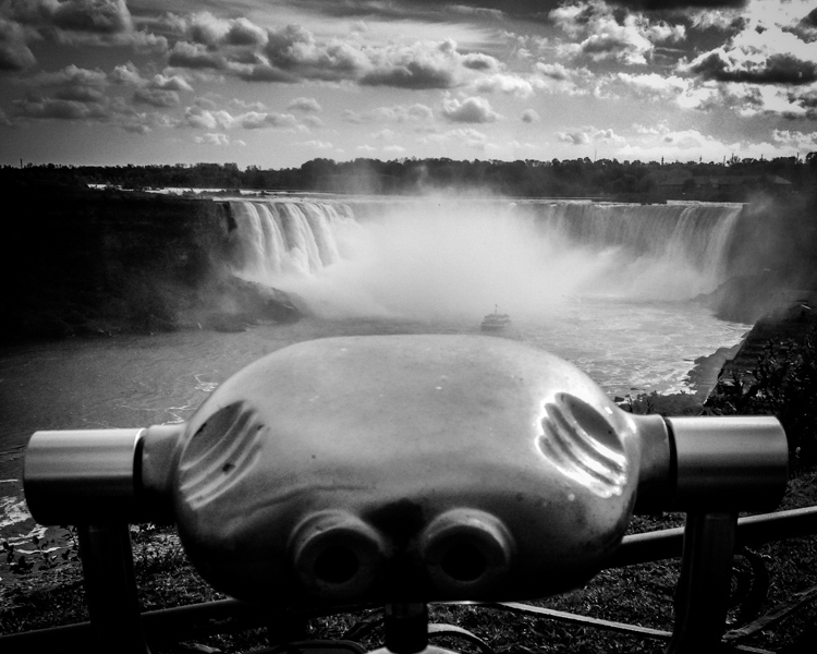 Black and white photo of Niagara Falls - How to Photograph Your Family Vacation