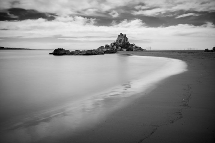 b/w beach scene - 9 Ways to Create Balance in Your Photography