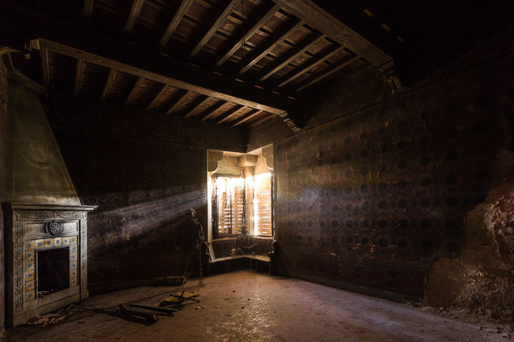 creepy old building interior - 10 Things You Can Learn About Photography from Elliott Erwitt