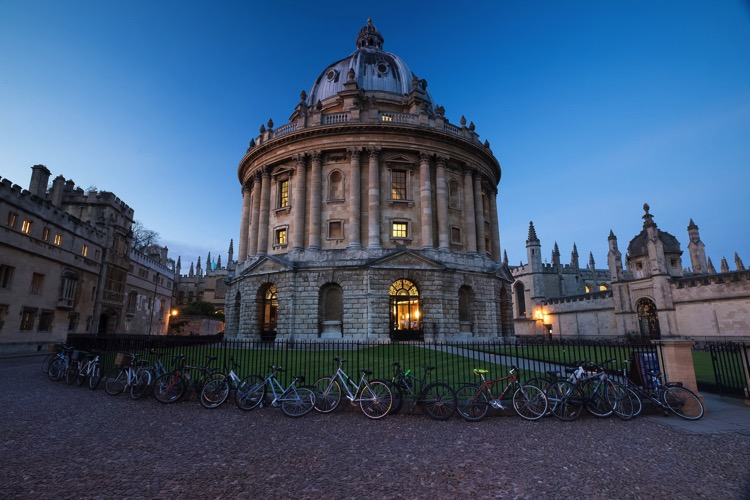 6 Ways to Improve your Cityscape Photography - Oxford at blur hour