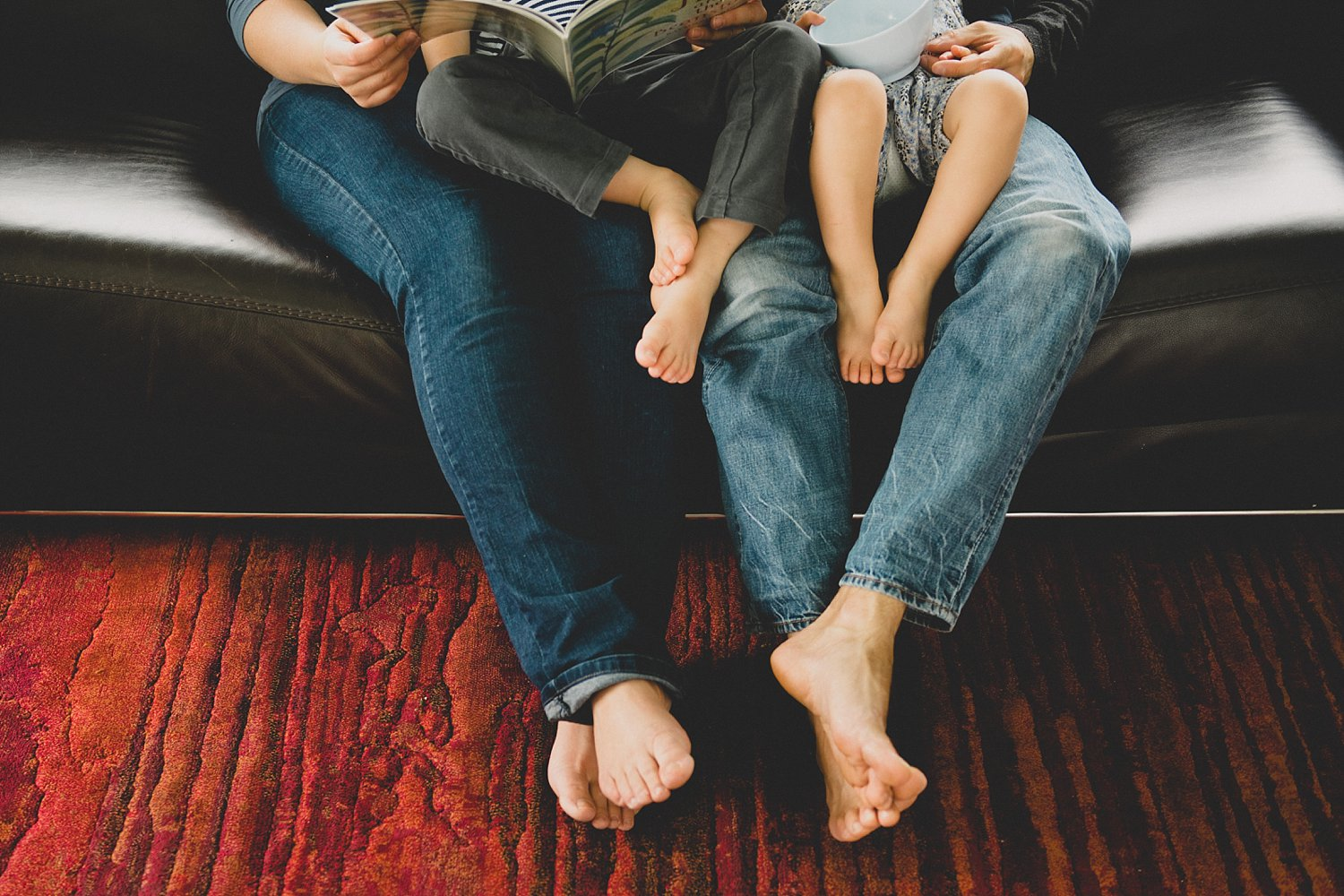familys legs - 5 Tips for Doing Lifestyle Photo Sessions