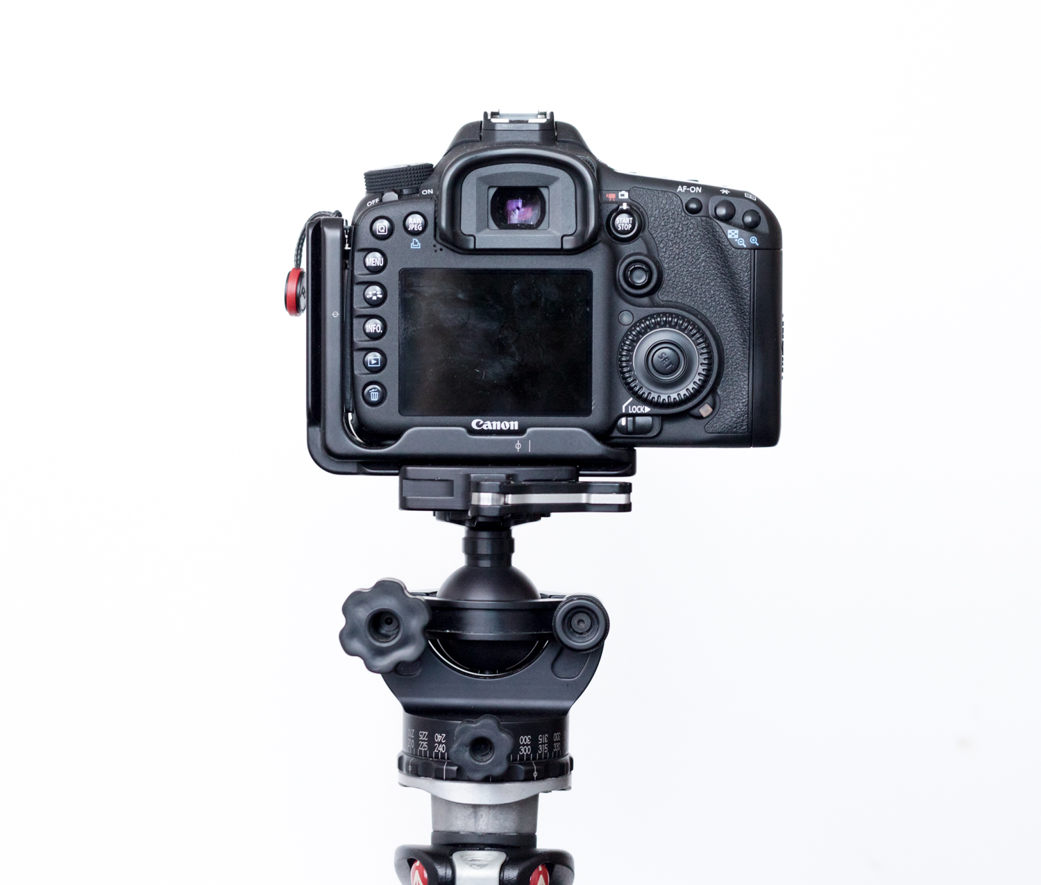 https://i1.wp.com/digital-photography-school.com/wp-content/uploads/2018/07/Acratech-tripod-review-withcamera-8.jpg?resize=1500%2C1275&ssl=1