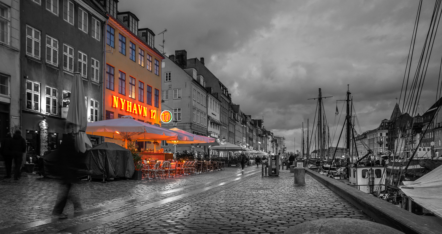 street in europe at night with orange lights - Learn How to Use the Strength of Selective Color