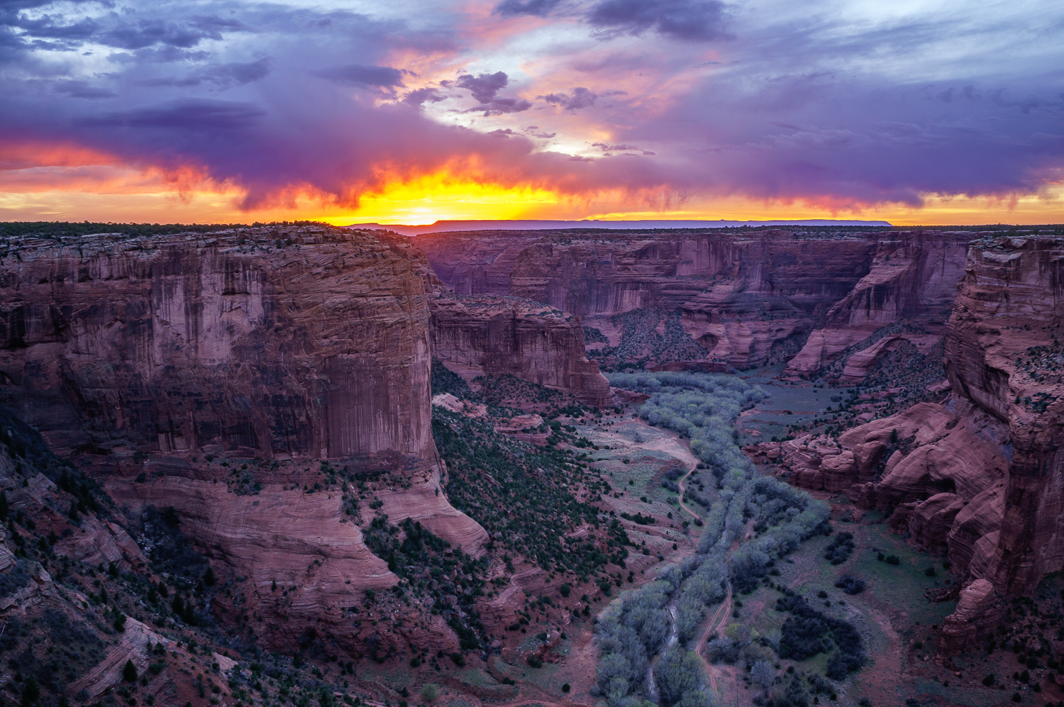 sunset over Canyon de Chelly, Arizona - 10 Dos and Don'ts for Mastering Your Tripod