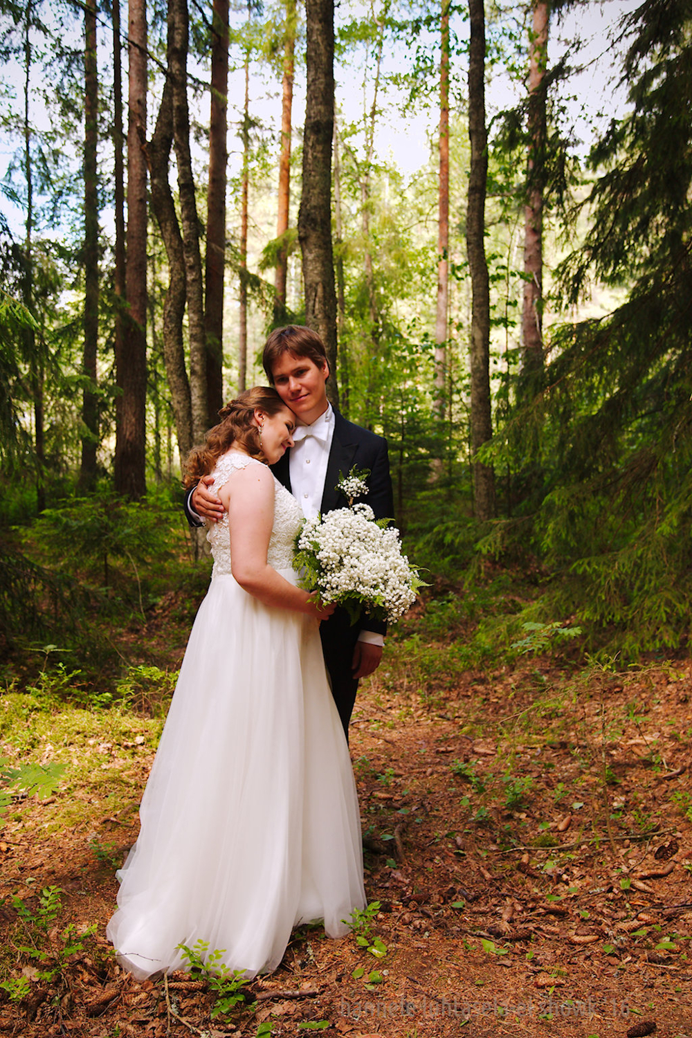 Wedding portrait in forest. location portraits