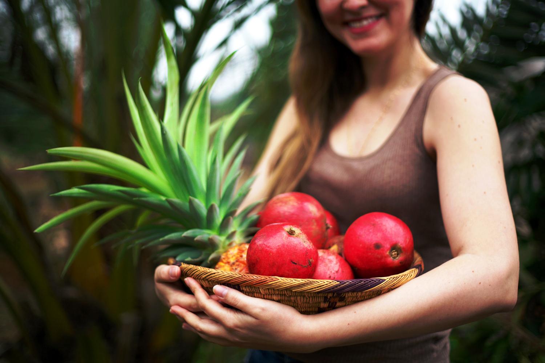 Outdoor portrait with fruit.