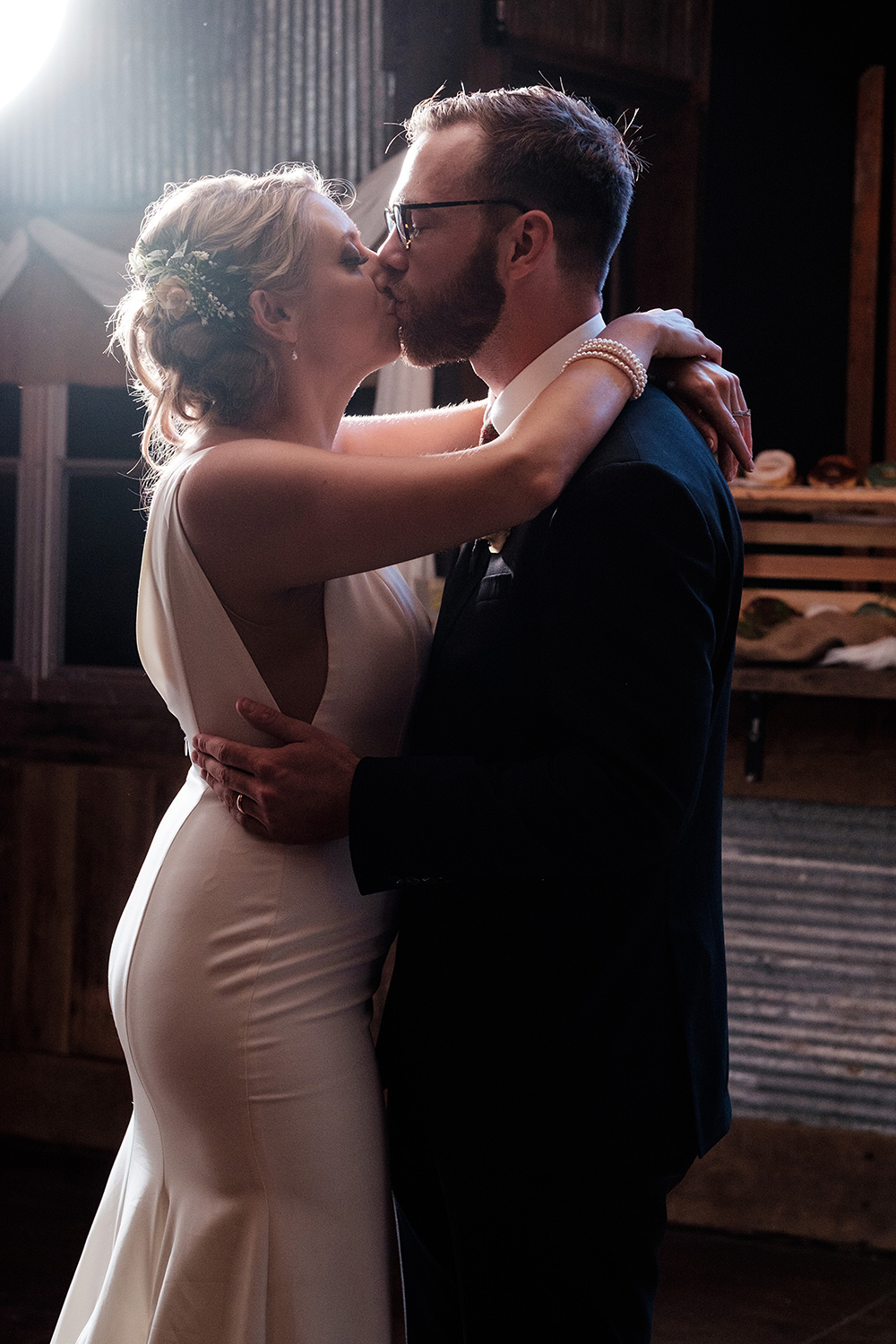 Mirrorless Cameras and Wedding Photography - dance and kiss
