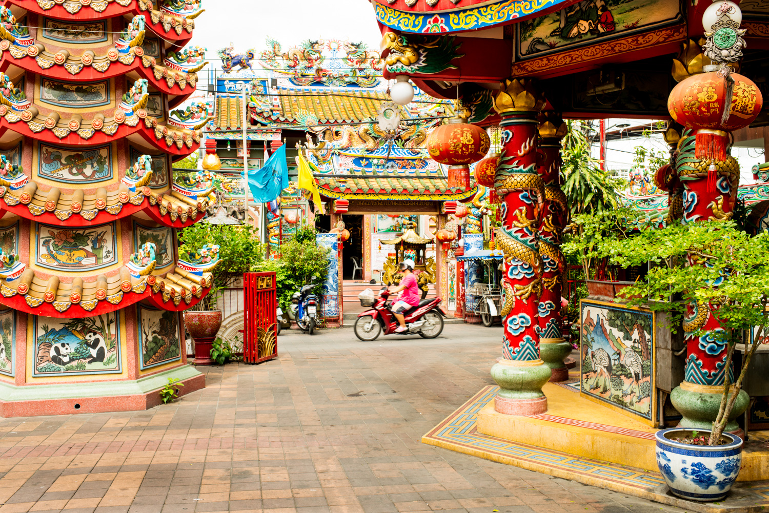 Chinese temple near Warorot Market in Chiang Mai - 7 Steps to Find Inspiration so You Can Create Phenomenal Photographs