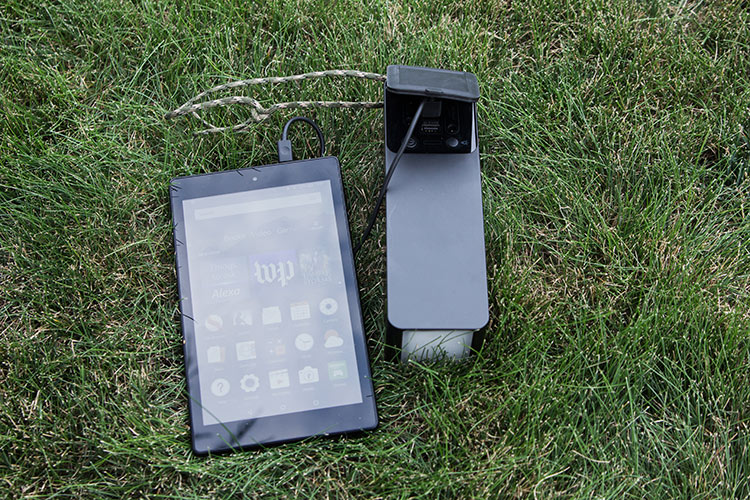 Review of the Iforway PowerElf Outdoor Mini Power Station charging a Kindle