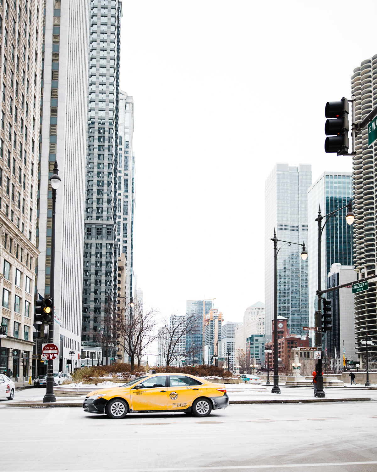 Karthika Gupta Photography - Memorable Jaunts Sigma 28mm lens review Downtown Chicago Yellow Taxi Cab