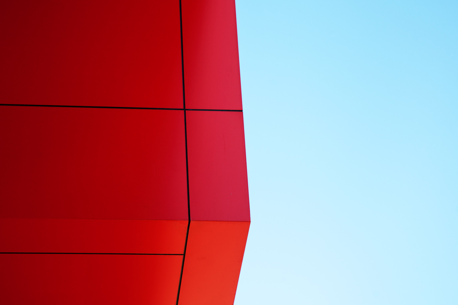 https://i1.wp.com/digital-photography-school.com/wp-content/uploads/2019/02/Line_photography_building_architecture_red.jpg?resize=1500%2C1000&ssl=1