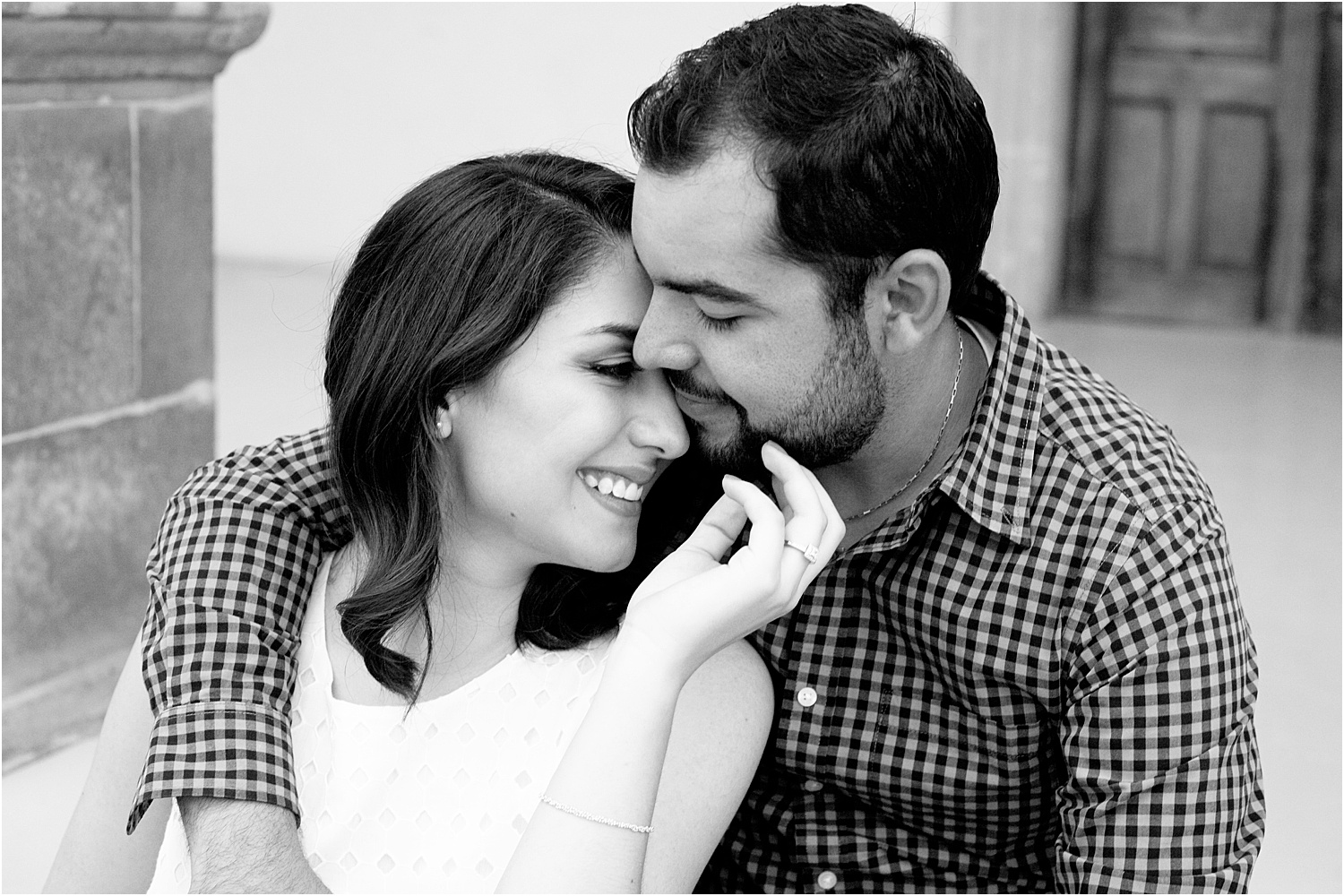 15 - Guide to the Best Poses for Engagement Photos