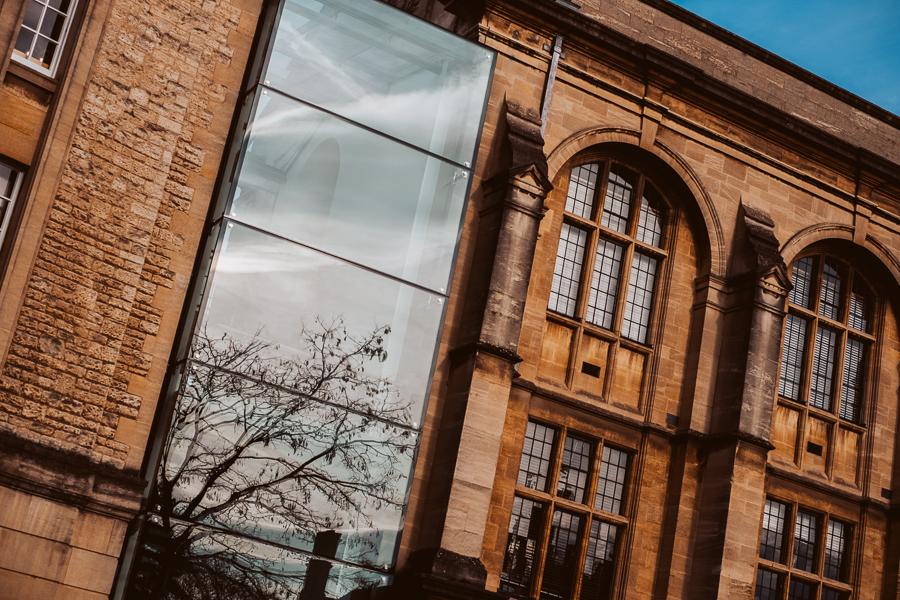 图片:牛津大学拉德克利夫科学图书馆©查理莫斯