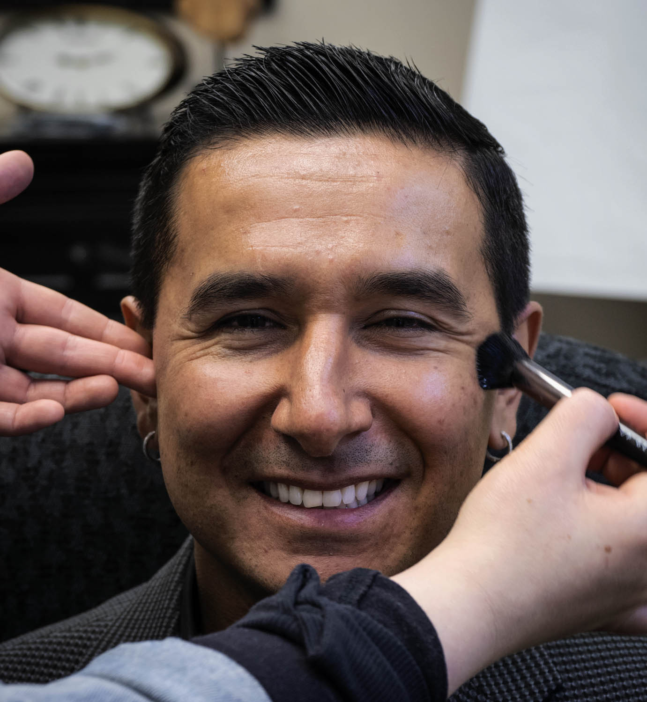 图片:男人经常不习惯化妆