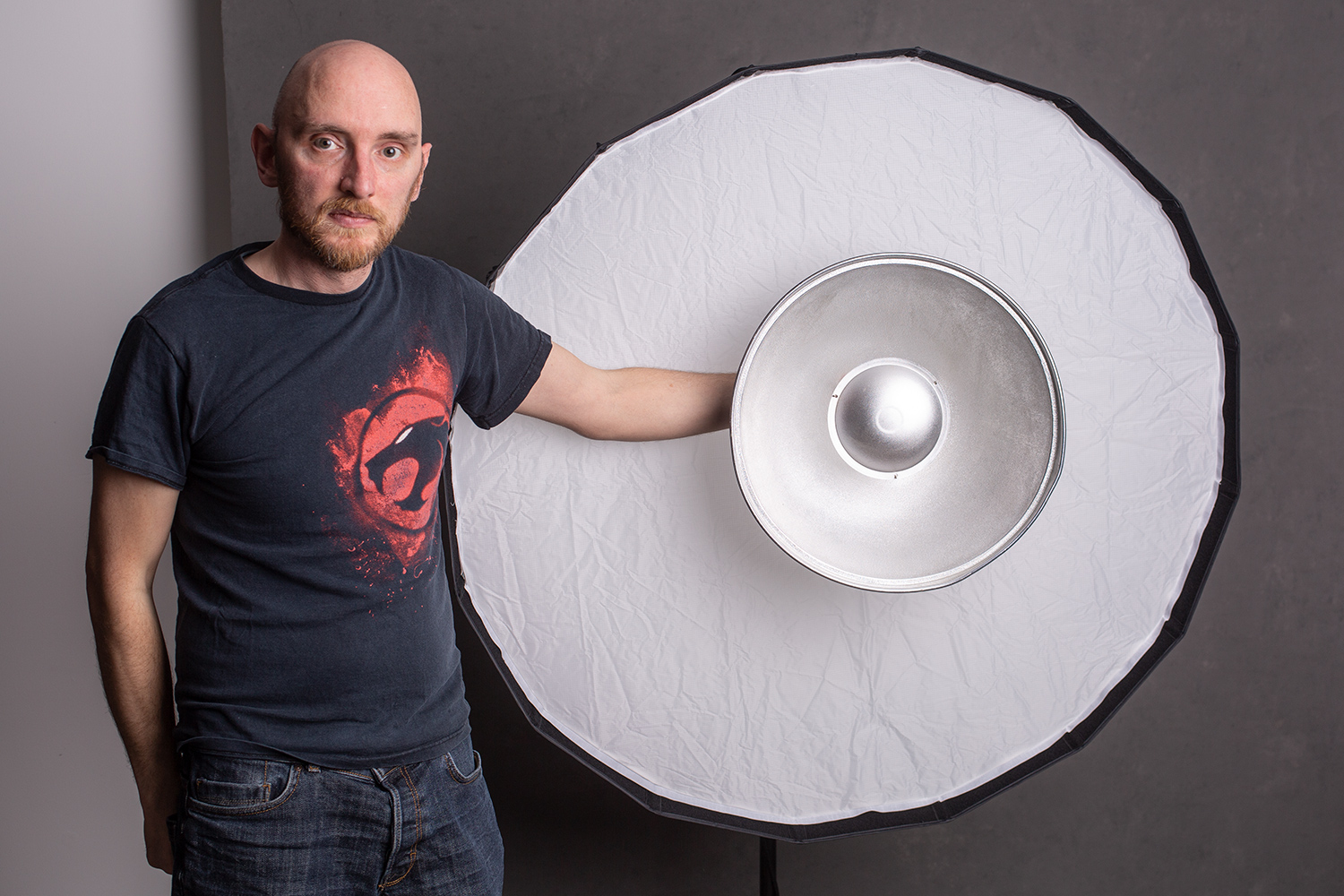 Image: Here, the Rice Bowl is compared to 22″ beauty dish.