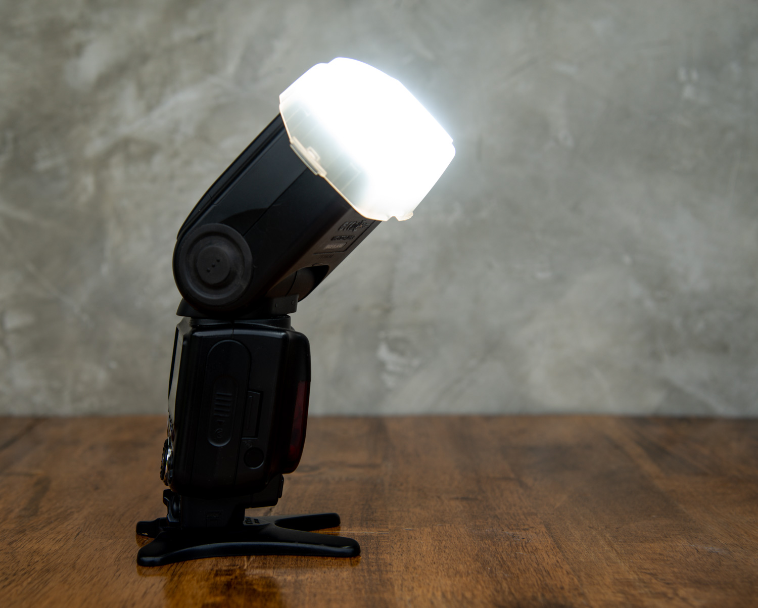 ways-to-modify-your-flash-for-more-controlled-lighting-Clip-on-Diffuser