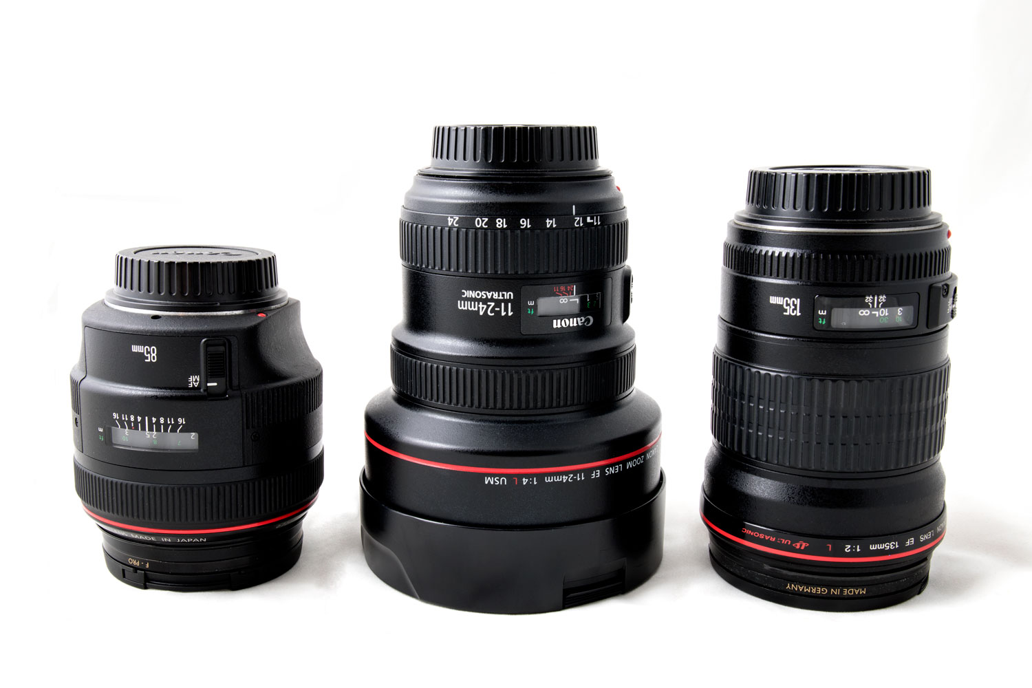 Image: Size comparatives from left to right: Canon 85mm F/1.2 L, Canon 11-24mm F4 L, Canon 135mm F2...