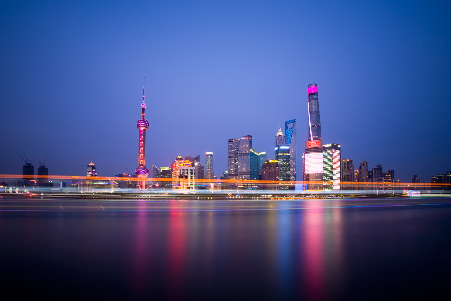 Image: Shanghai (China) skyline (18mm, f/13, 163 seconds, ISO100). Despite shooting on a clear eveni...