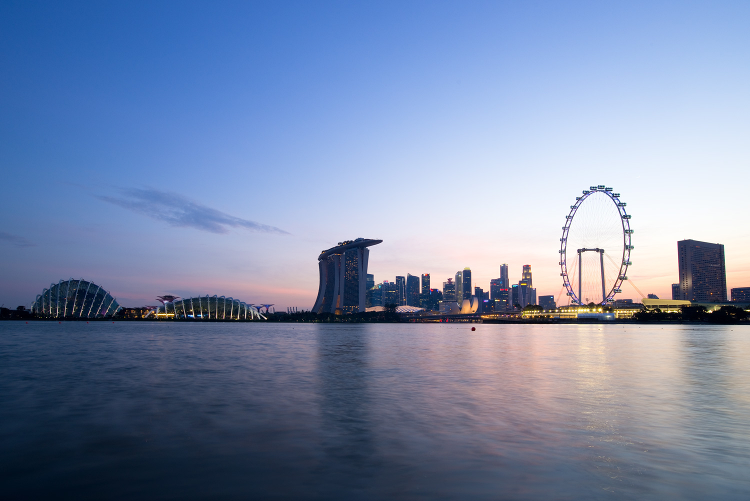 Image: Marina Bay (Singapore) shot with 2 seconds of exposure (at f/13) without using any neutral de...