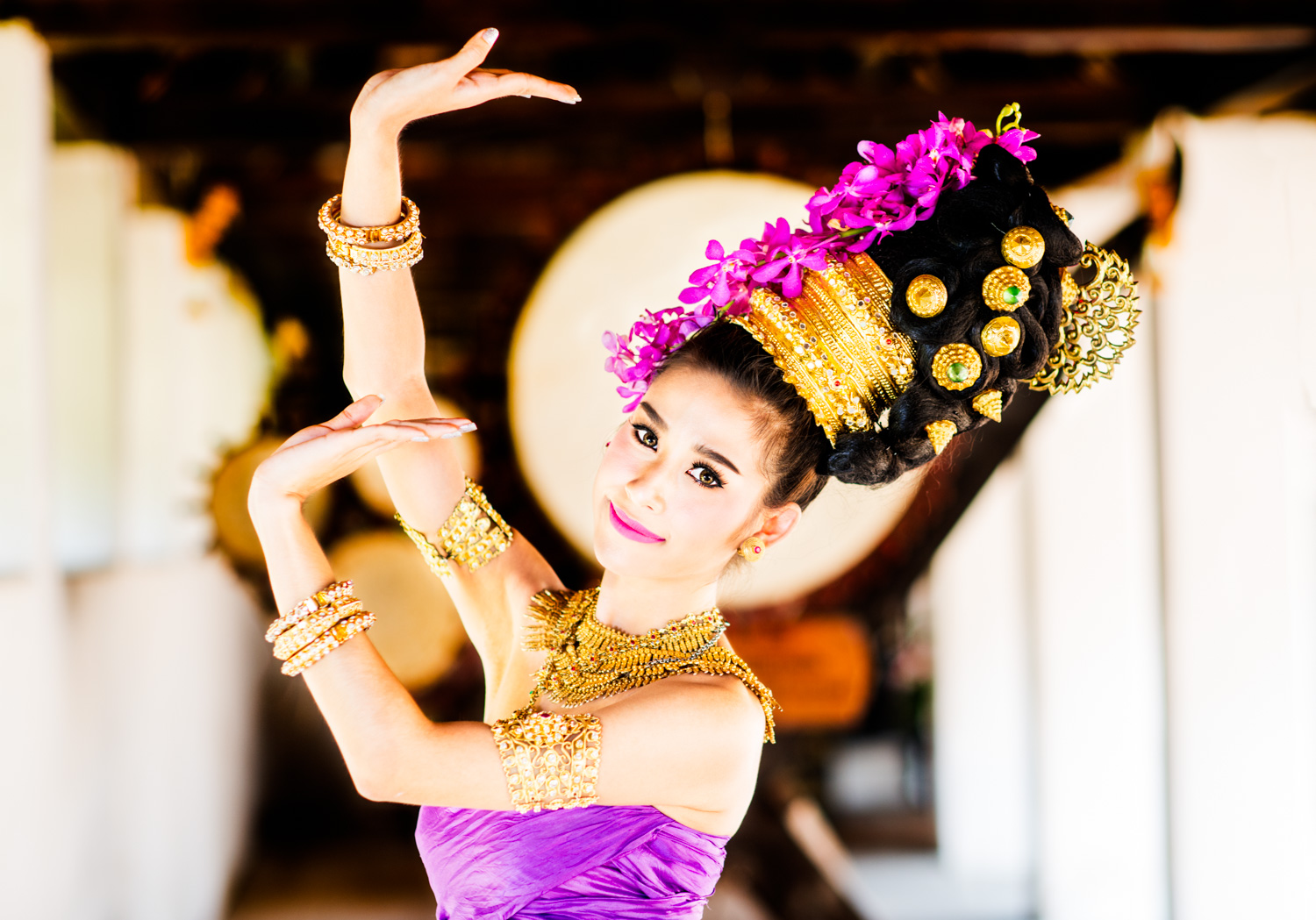 Moving to manual mode to photograph a Thai dancer