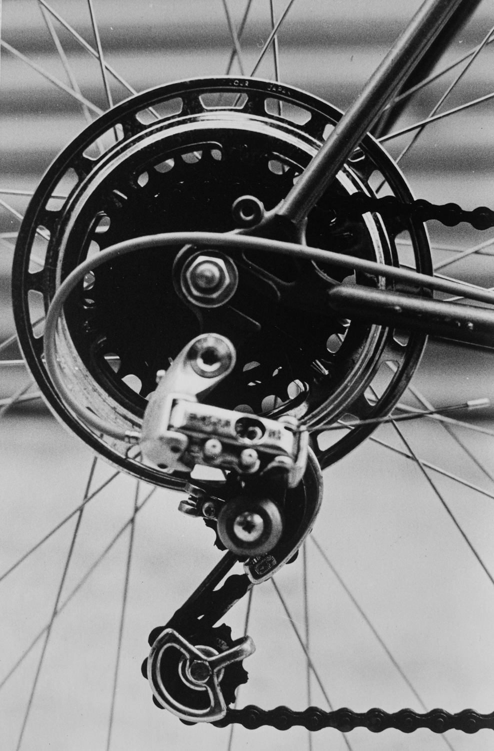 how to photograph ordinary things - bicyle wheel cog and chain