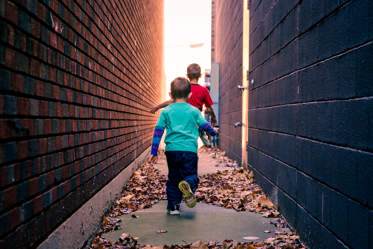 Lightroom Color Grading kids running alley