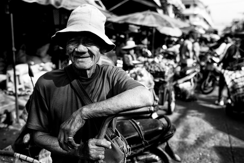 Goleiro do mercado em preto e branco. © Kevin Landwer-Johan.