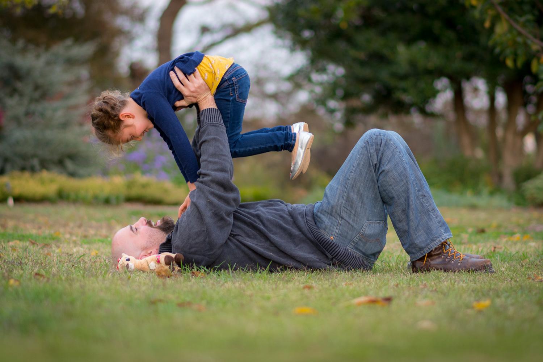 pai e filho brincando