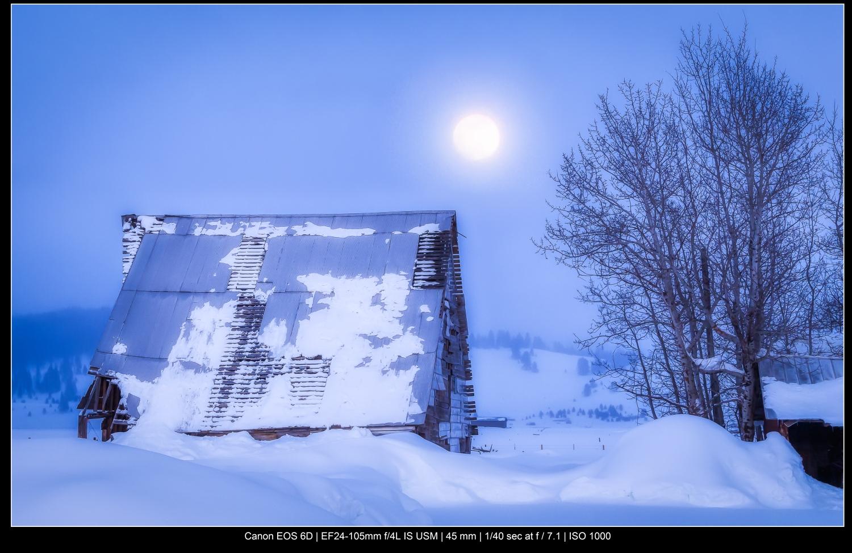 celeiro com neve fria