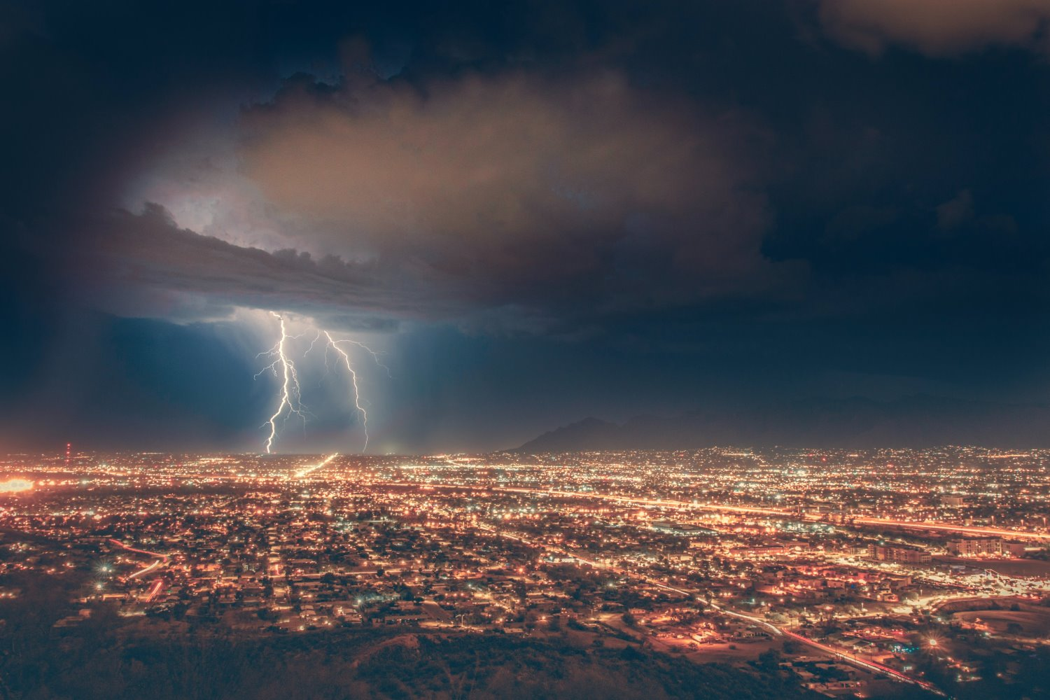 how to photograph lightning