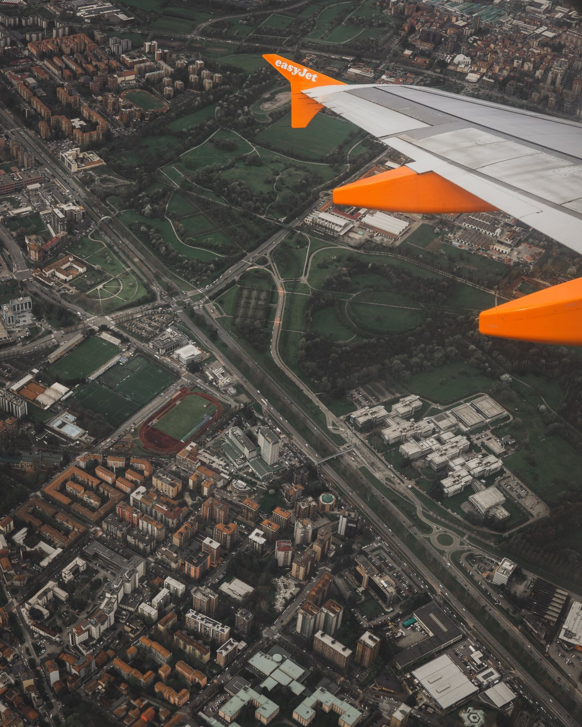 how to take a photo out of a plane window