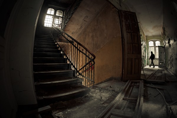 Stairway to Heaven – 19 Escalating Photos of Stairs