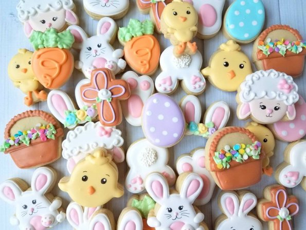 6. Adorable Decorated Mini Sugar Easter Cookies