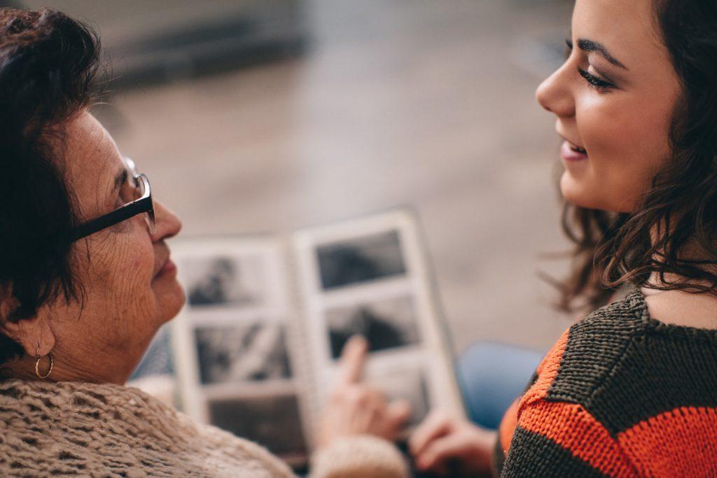 Más de 600.000 personas padecen Alzheimer en España, una enfermedad que afecta a más de 15 millones de familiares, amigos y cuidadores