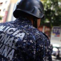Ordenan a policías entregar su arma de reglamento al finalizar su servicio