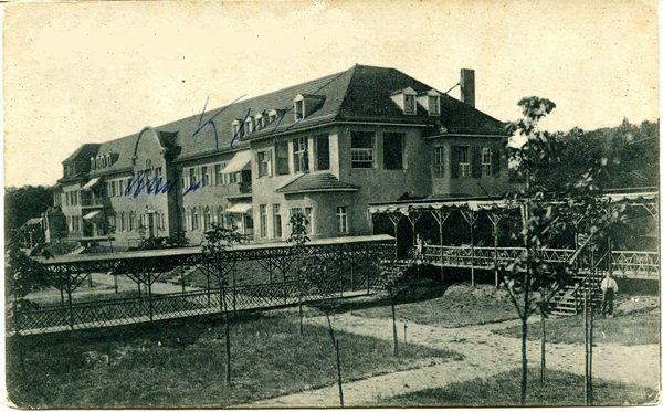 "Postcard of the ""Sanatorium E"" on the outskirts of Potsdam from circa 1920"