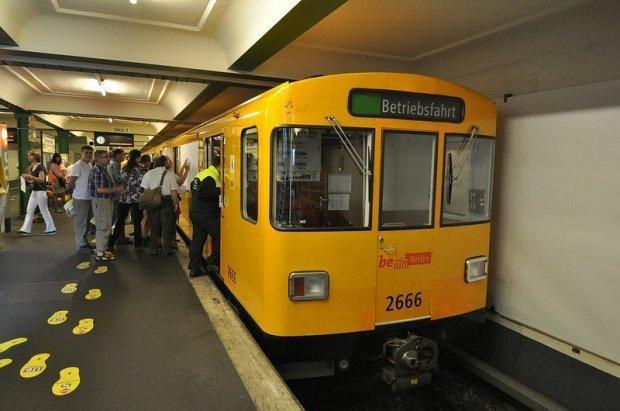 Betriebsfahrt U-Bahn an der Französische straße