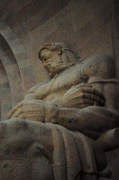 Statue symbolising courage