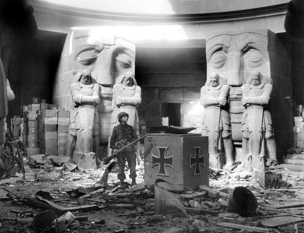 american troops inside the völkerschlachtdenkmal