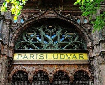 Parisi Udvar Logo in Budapest, Hungary
